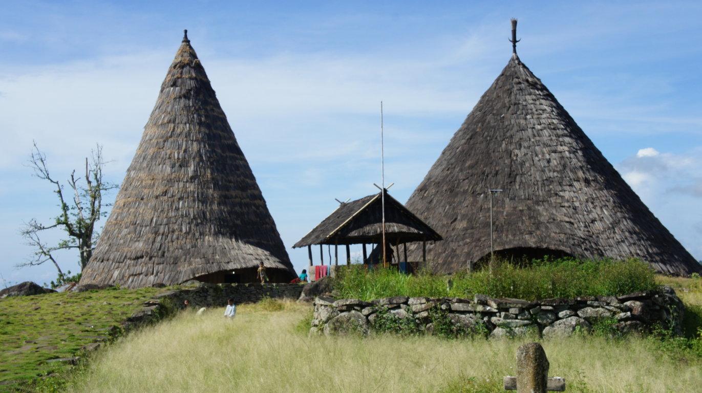 rumah adat manggarai