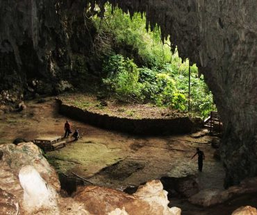 """Gua Liang Bua tempat penemuan Hobit atau """"Homoflorsiensis"""""""