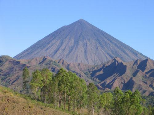 gunung ranaka