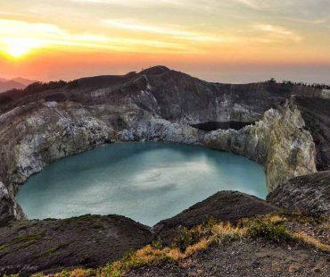 Danau kelimutu berwarna 3 di Ende Flores-Indonesia